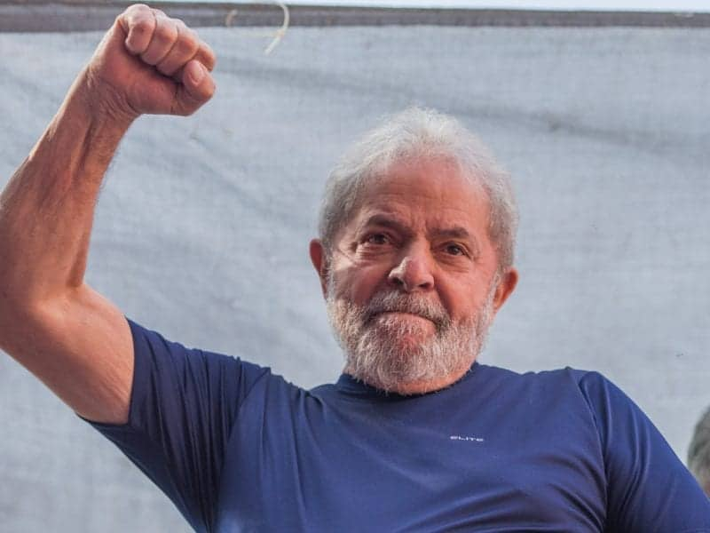 SAO BERNARDO DO CAMPO, BRAZIL - APRIL 07:  Former President Luiz Inacio Lula da Silva gestures to supporters at the headquarters of the Metalworkers' Union where a Catholic mass was held in memory of his late wife Marisa Leticia on April 7, 2018 in the Sao Bernardo do Campo section of Sao Paulo, Brazil. An arrest warrant was issued on Thursday for da Silva to serve a 12-year jail term for corruption. The 72 year old former president told the crowd