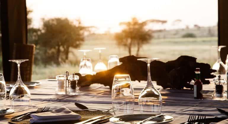 Namiri Plains dining