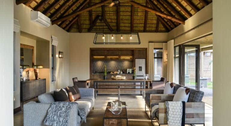 Tinga Hi'nkweni Family Lodge Lounge