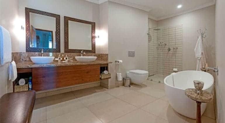 Ilala Lodge Bathroom