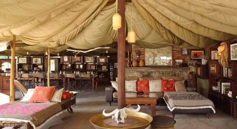 Meno A Kwena Lounge