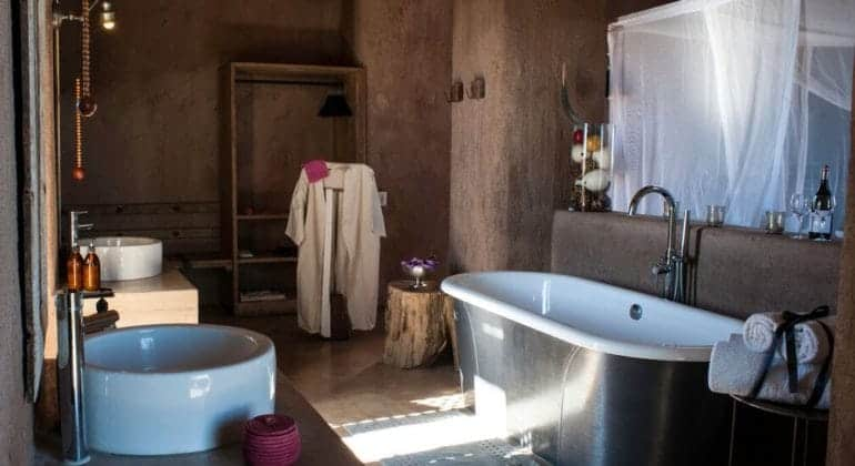 Onguma The Fort Suite Bathroom