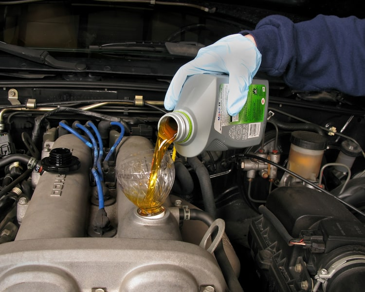 Qué aceite debo echarle a mi coche