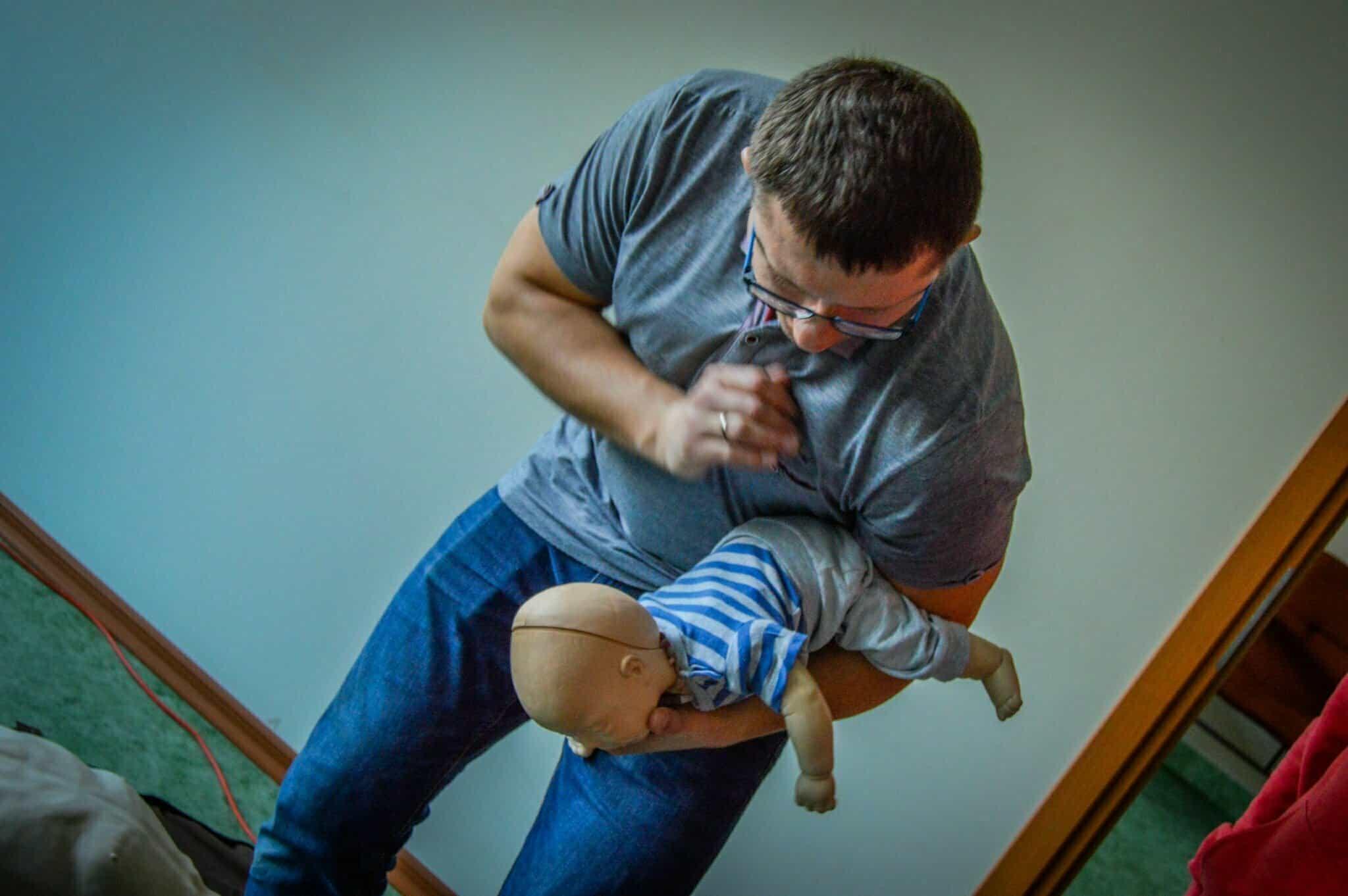 zadławiony noworodek