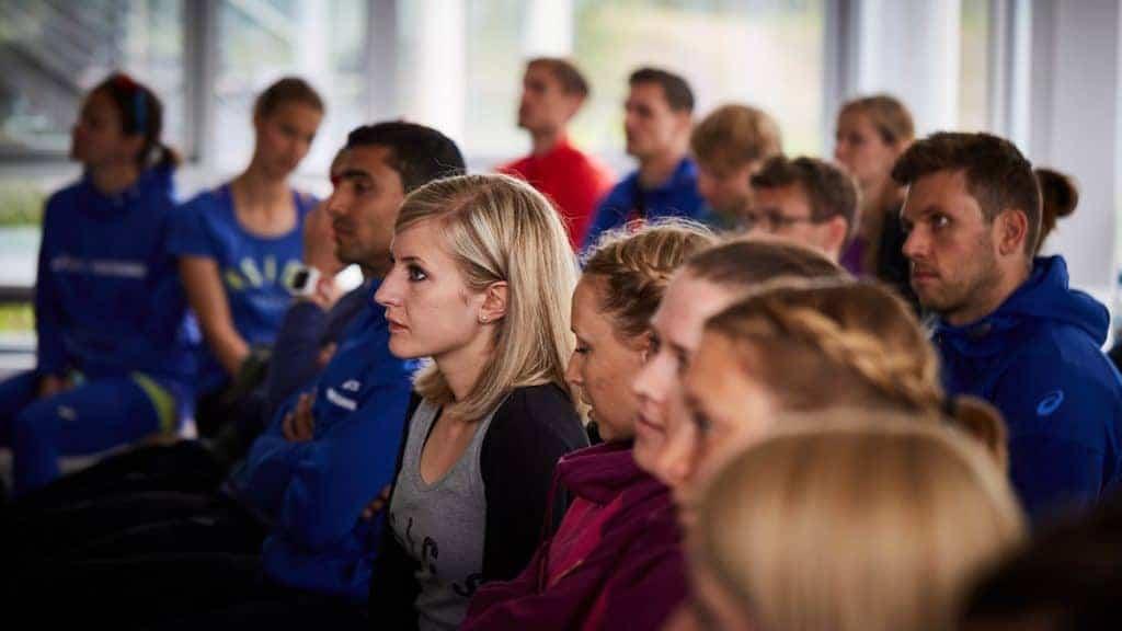 Interessiertes Zuhören bei Dr. Matthias Marquardt