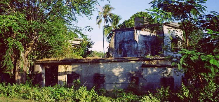 The deserted villas of Kep