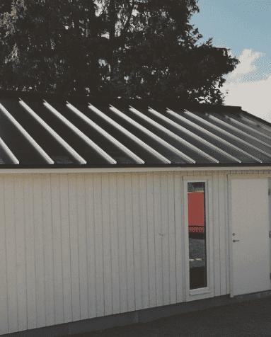 Garage med plåttak Plannja Trend