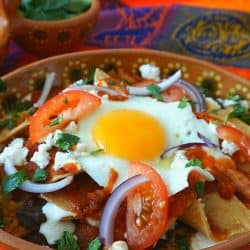 Chilaquiles con Frijoles Negros y Huevos