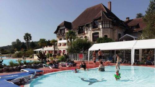 Vakantiepark Château Cazalères Zwembad