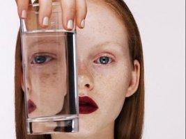 Có phải chỉ cần 2 lít nước mỗi ngày là đủ?