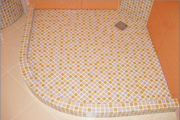 Поддон с облицовкой из оранжевой мозаики