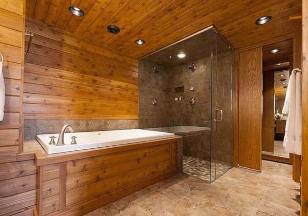 Деревянная обшивка в ванной