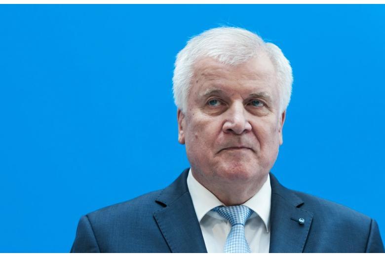 Рейтинги немецких политиков: беженцы не помогли Зеехоферу фото 1