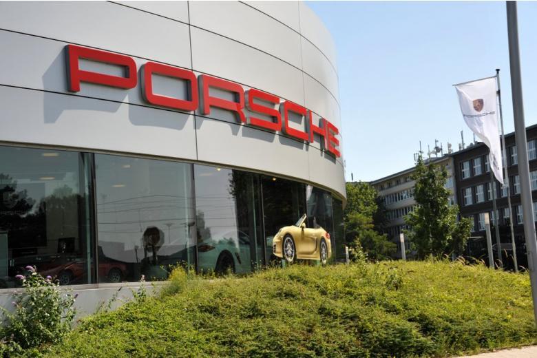 Салон Porsche в Эссене, Германия фото
