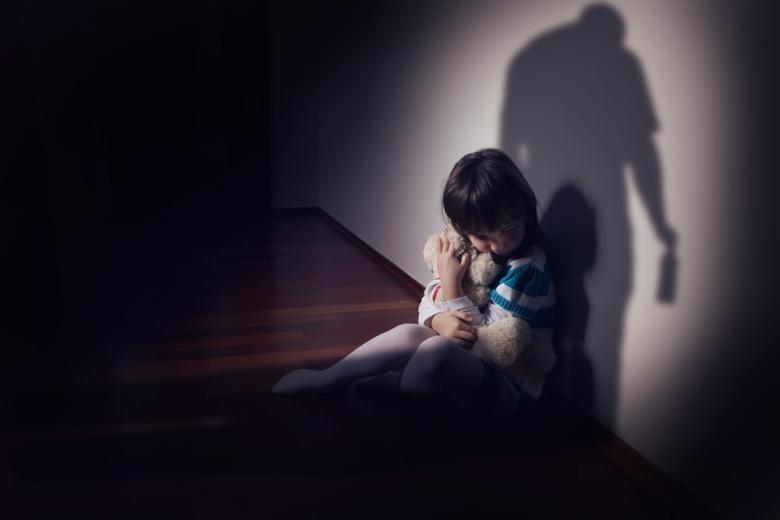 Факты насилия в отношении детей скрываются из-за закрытых школ и детсадов фото