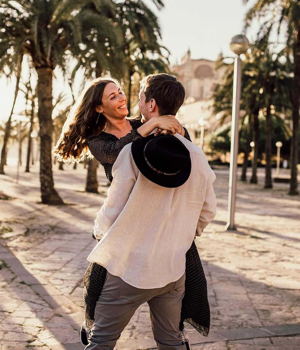 divertida sesión fotos pareja en Mallorca