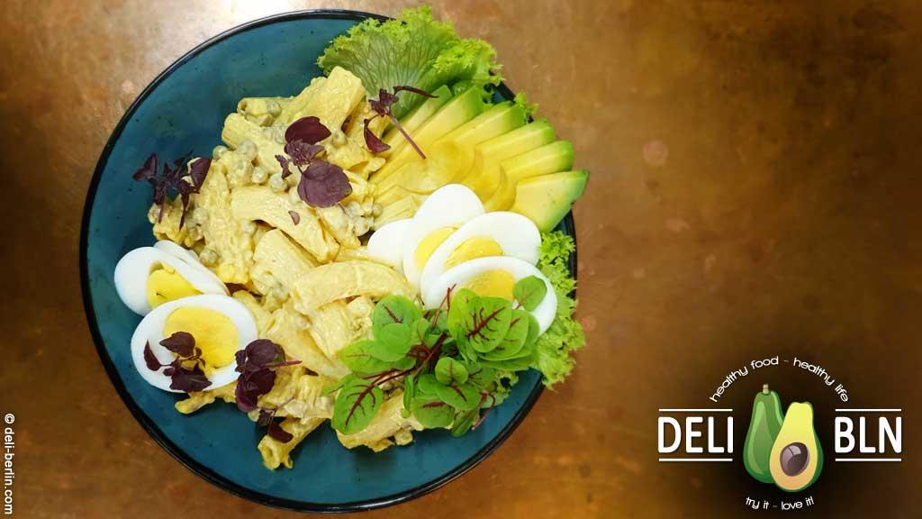 Rezept: hausgemachter Nudelsalat mit Curry und Ei