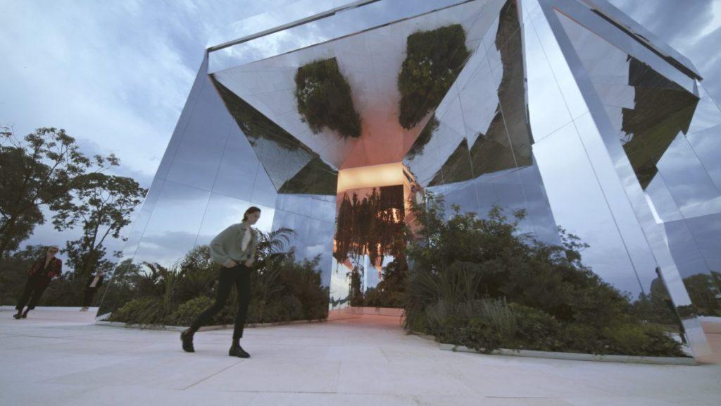 Doug Aitken Installation Hosts Saint Laurent Runway Show in Venice – ARTnews.com