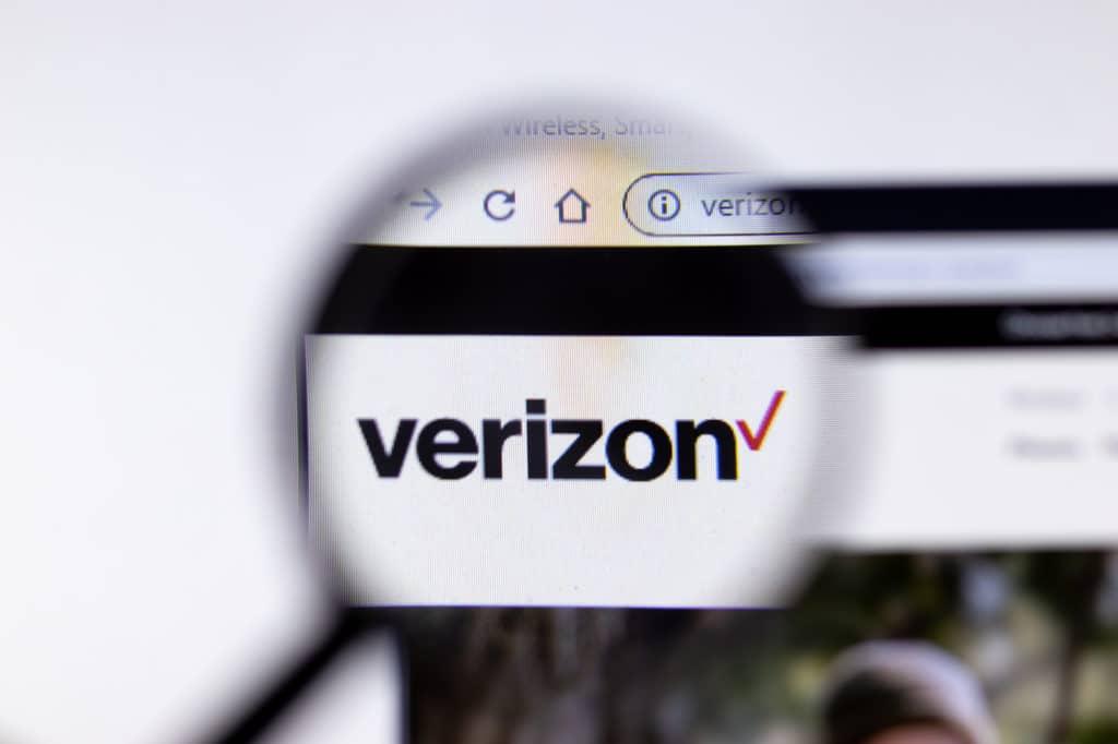 verizon-swot-analysis-weaknesses Verizon website page close up, Illustrative Editorial