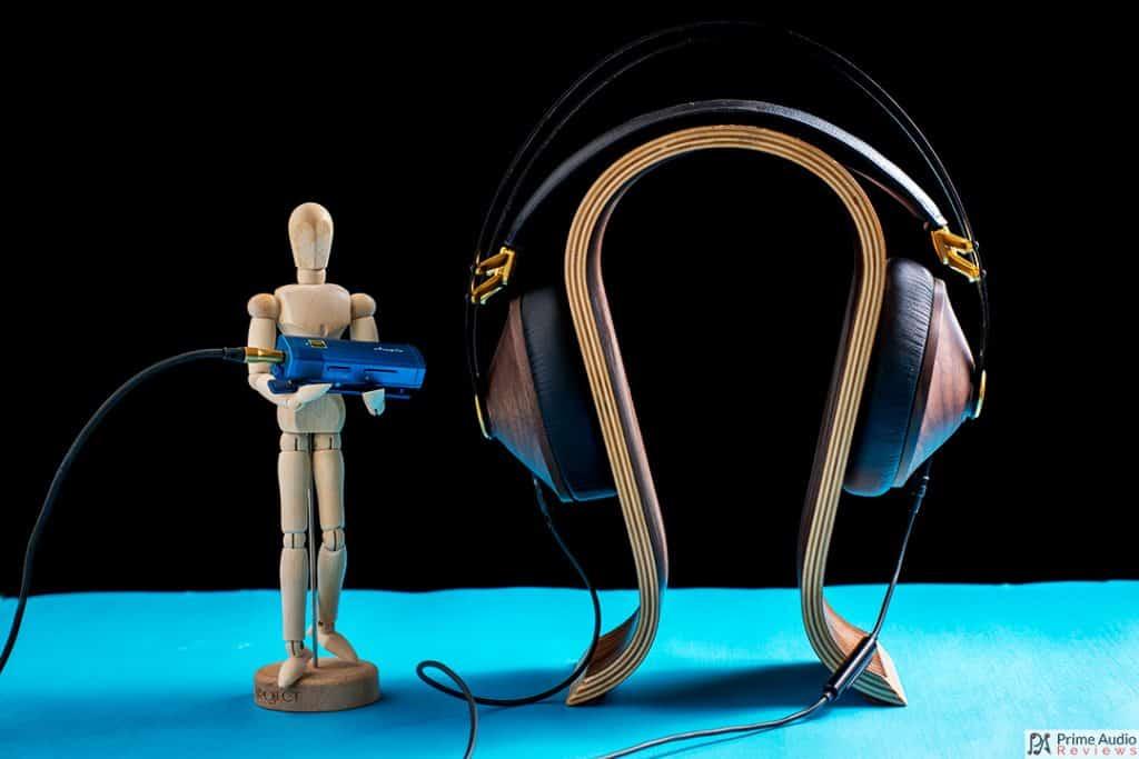 Ampio VS-1880 with headphones