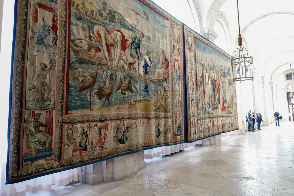Pigeons Threaten Set of Raphael Tapestries in Madrid – ARTnews.com