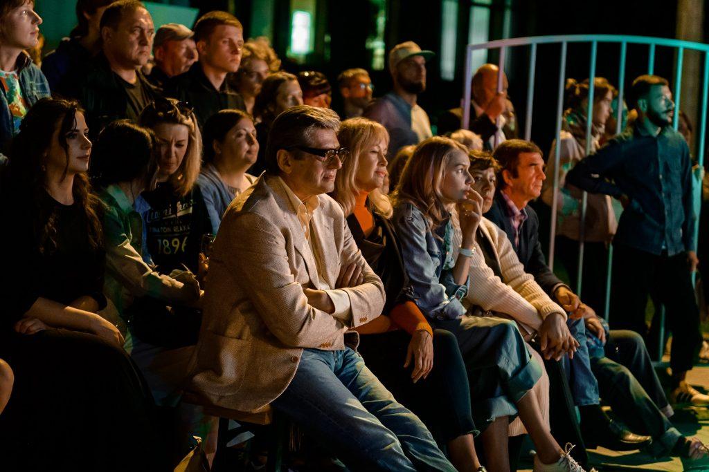 Премьера спектакля «ПоколениЯ» Премьера спектакля «ПоколениЯ», созданного на Фестивале «Таврида-АРТ»,состоялась на Театральном Марше в День Города DSC2494 min 1024x683