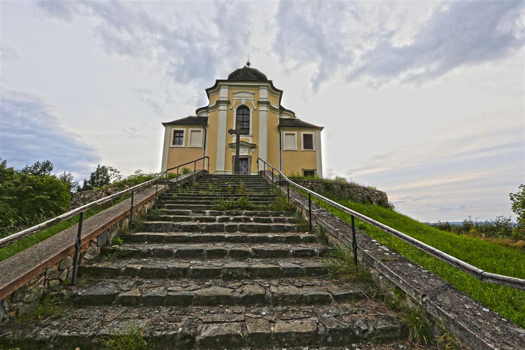 Maková hora kostel sv.Jana Křtitele a Panny Marie Karmelitské u Smolotel