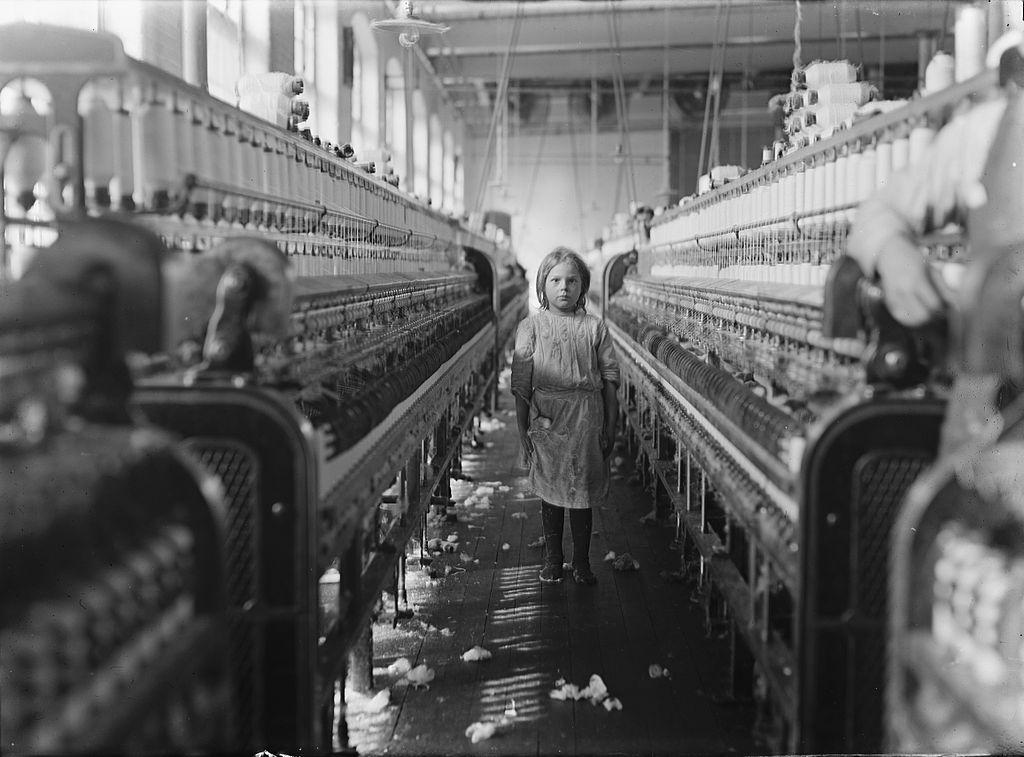 Mädchen in Baumwollfabrik