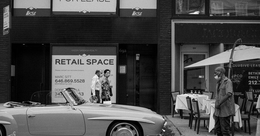Photographer Captures Economic Impact of Covid on New York