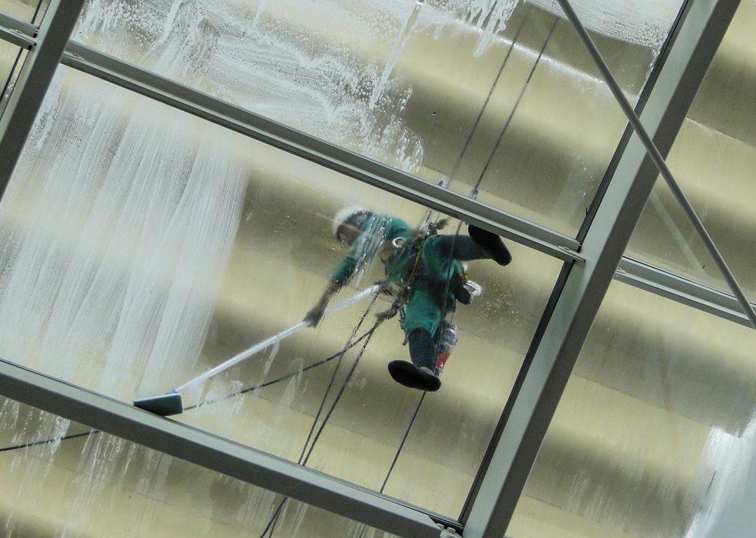 Gebäudereinigung, Reinigungsfirma, Unterhaltsreinigung, Büroreinigung, Reinigung Büro, Reinigung Gebäude, Treppenhausreinigung, Sonderreinigung, Bauendreinigung, Glasreinigung, Fensterreinigung