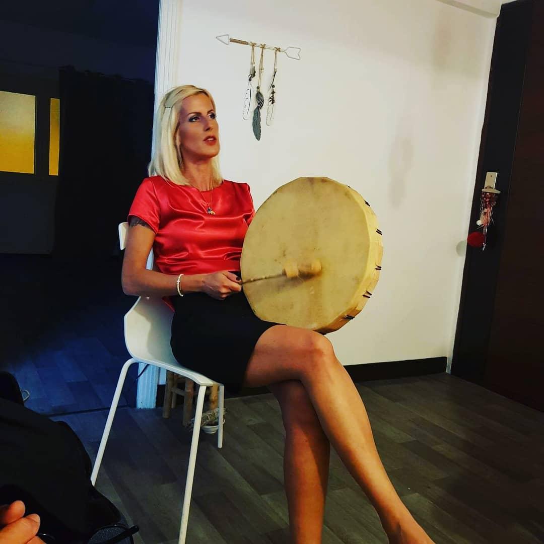 Sophie Vitali médium et chamane corse en conférence.