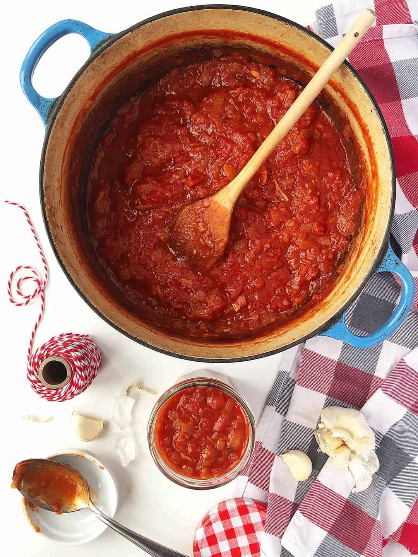 Simple gluten-free tomato sauce