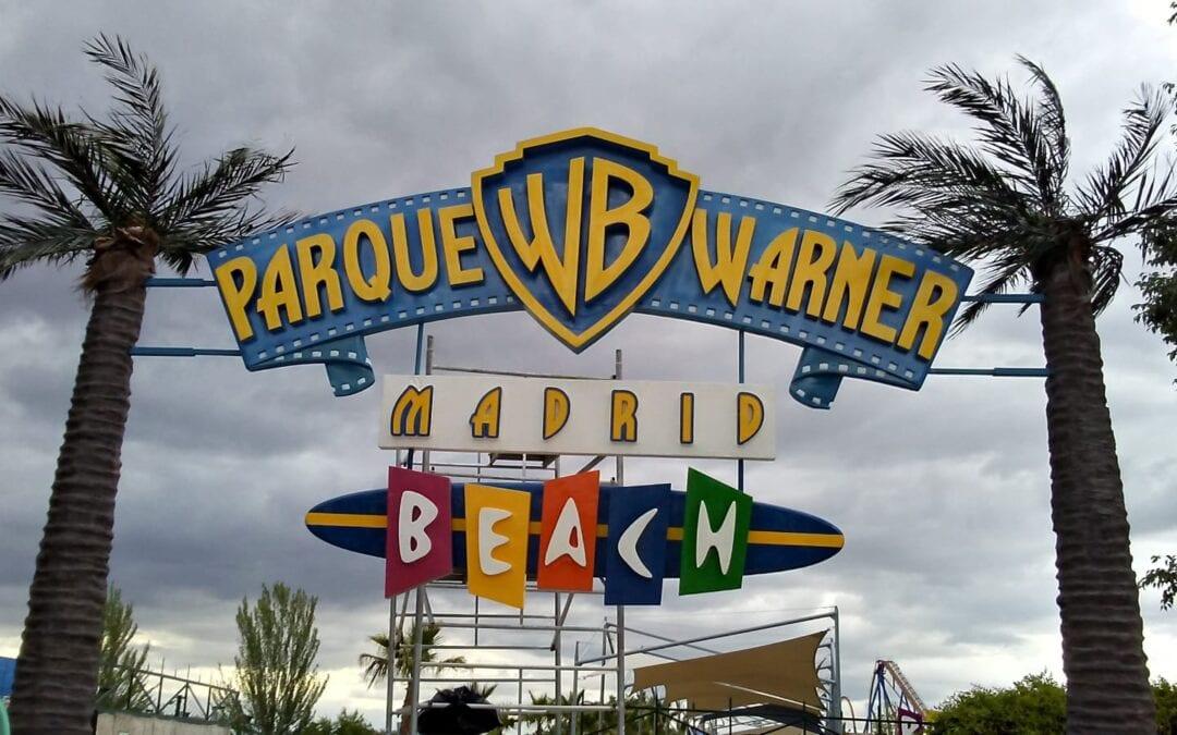 Logo corpóreo del Parque Warner