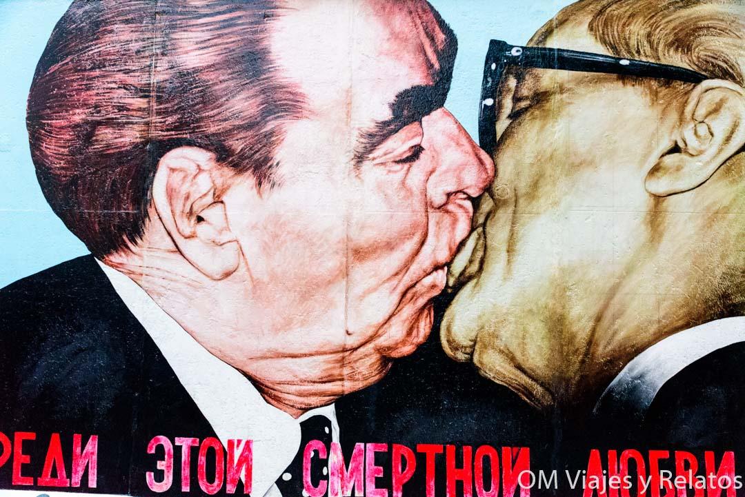 el-beso-Muro-de-Berlín