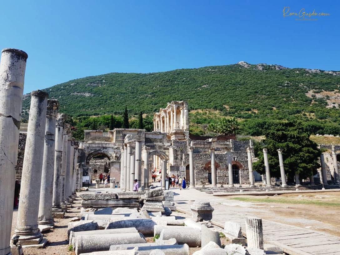 Pilar Bangunan Romawi di Ephesus