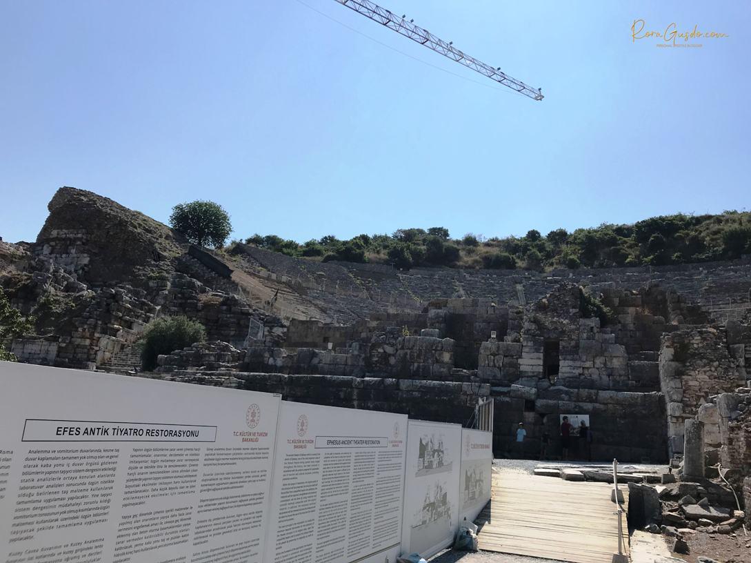 Grand Theater Ephesus Sedang Dipugar