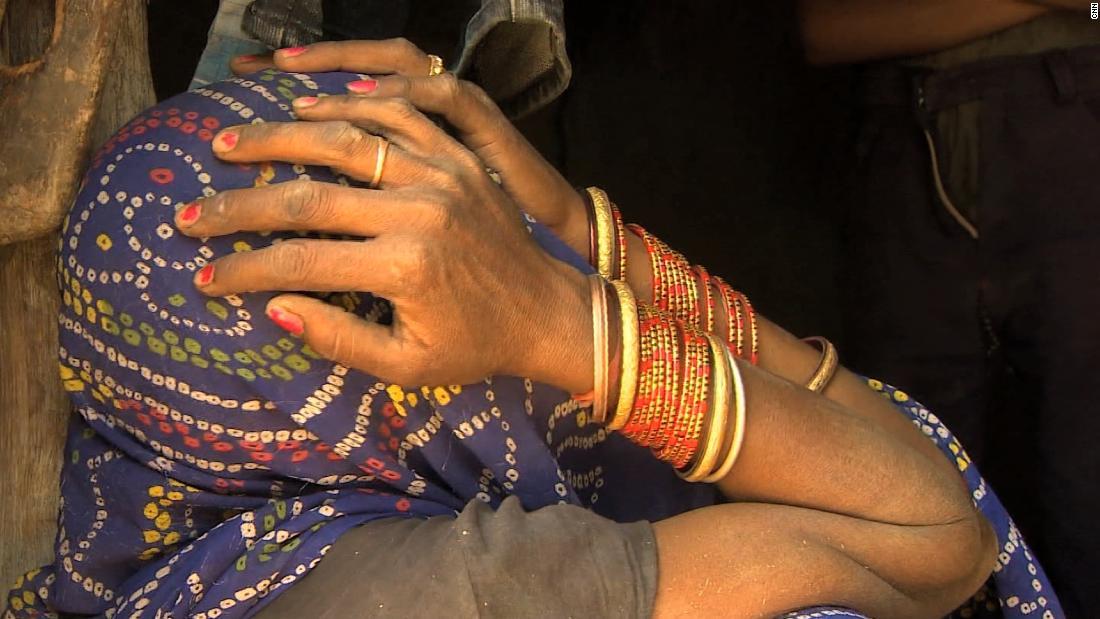 Violan mujer en grupo en la India