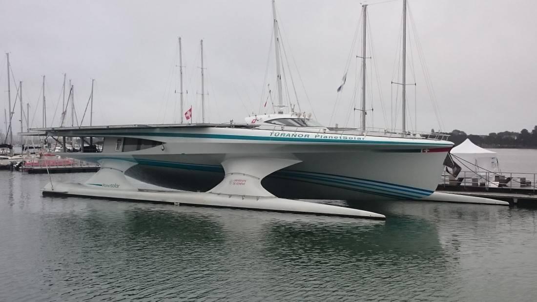 Arrivée du Planet Solar à quai à Lorient