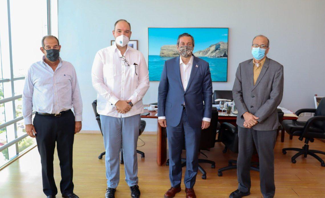 Reunión entre senador de Barahona y ministro de Medio Ambiente