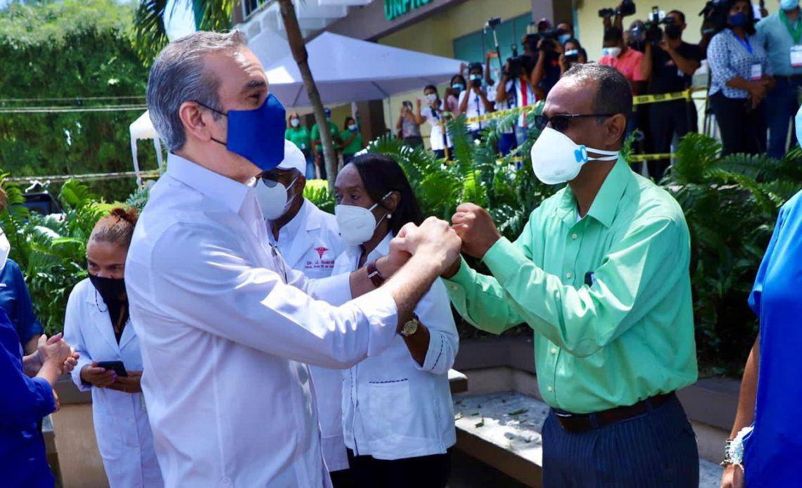 Abinader en centros de vacunación