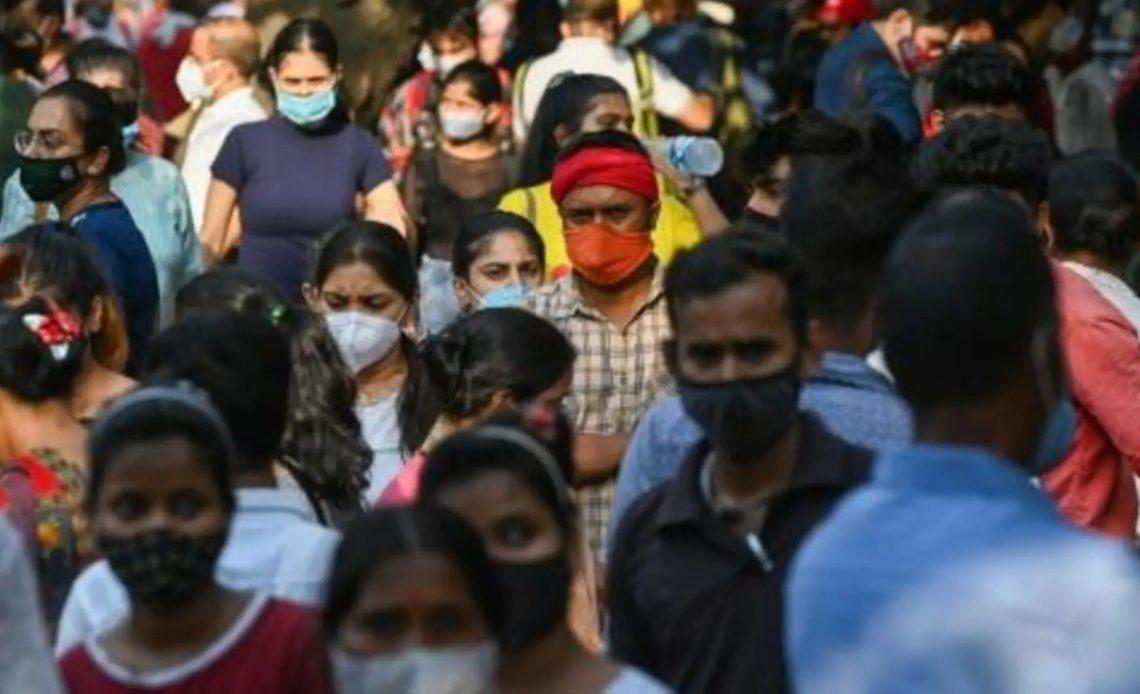 Hartos del confinamiento, los indios acuden en tropel a centros comerciales y mercados