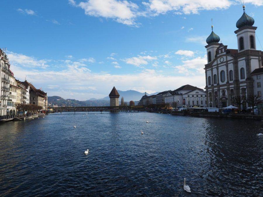 catedral y lago de lucerna