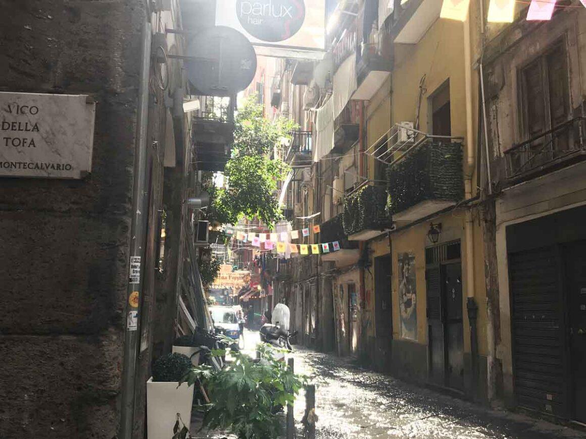 Itinerario a piedi nei Quartieri spagnoli di Napoli