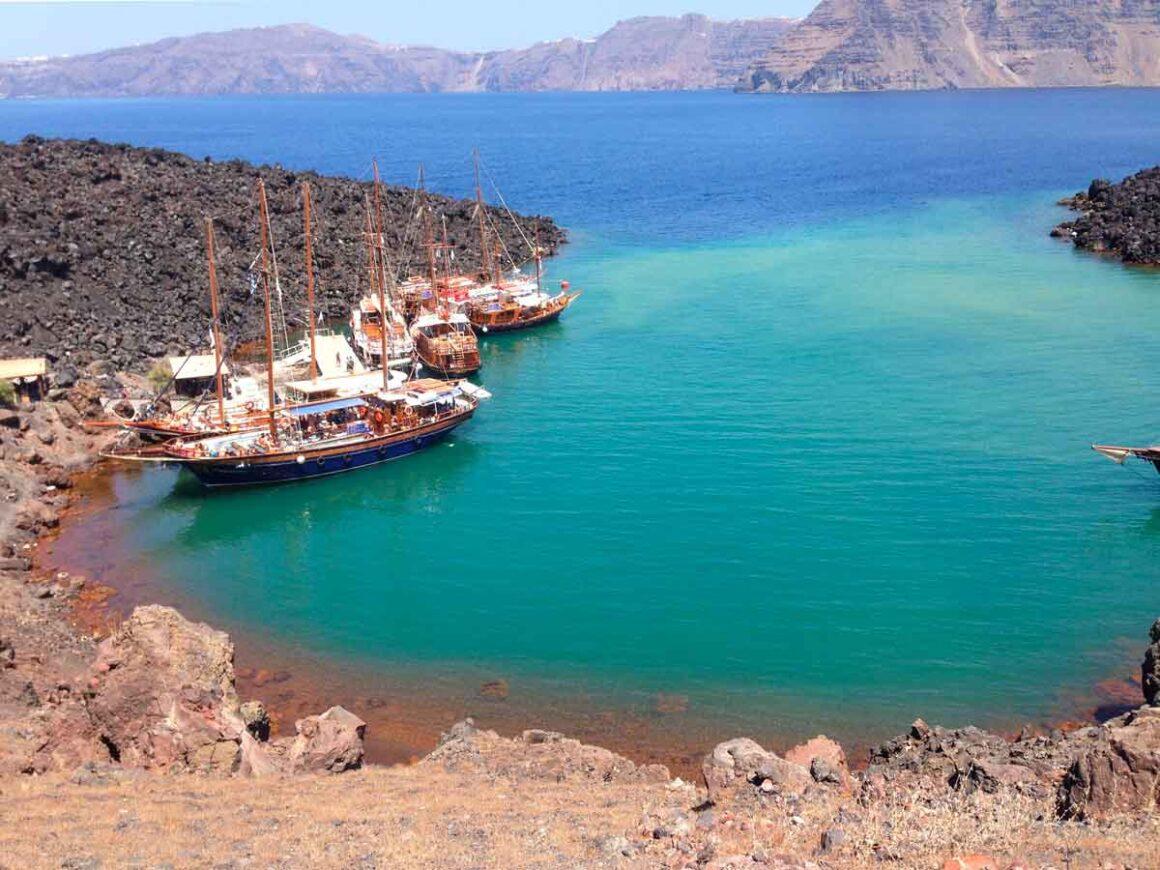 Una settimana a Santorini: Nea Kameni, giro in barca nella caldera