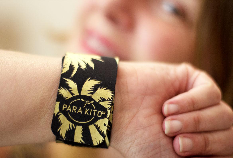Bracelet Anti-moustiques Parakito au poignet d'une femme