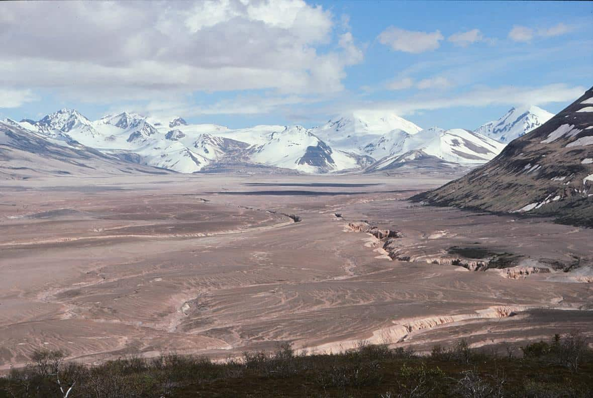 View southeast from Overlook Cabin looking over the Valley of Ten Thousand Smokes. The pyroclastic and ash deposits that fill the valley remain nearly vegetation-free more than 100 years after the 1912 Novarupta-Katmai eruption. Photo: Game McGimsey, USGS . Public domain.