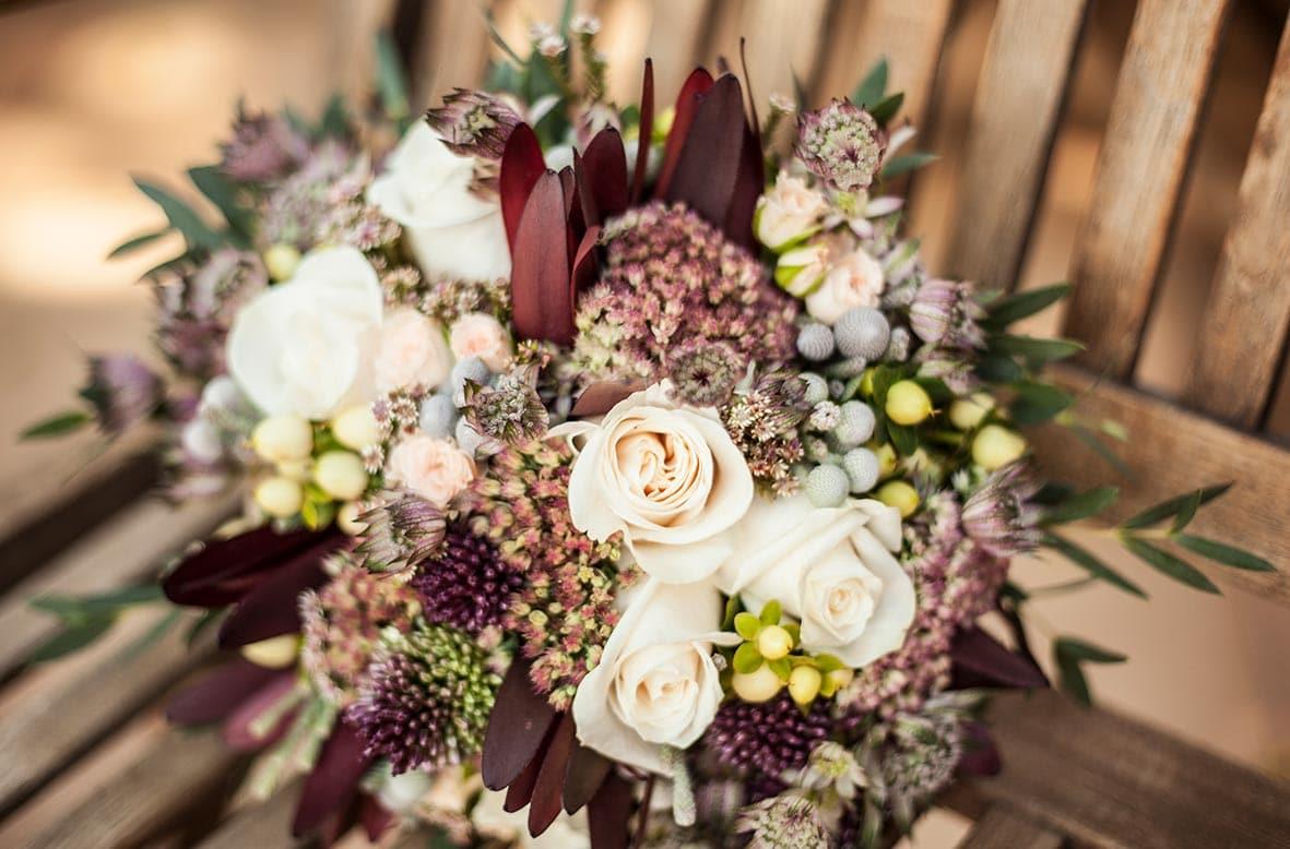 fotografos de boda LGBT en Mallorca flores