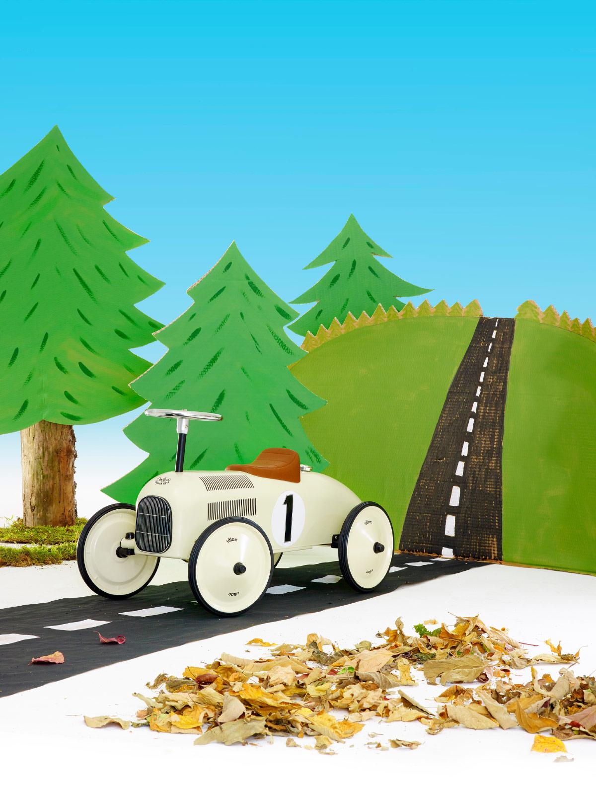 frederickandsophie-toys-vilac-wooden-vintage-car
