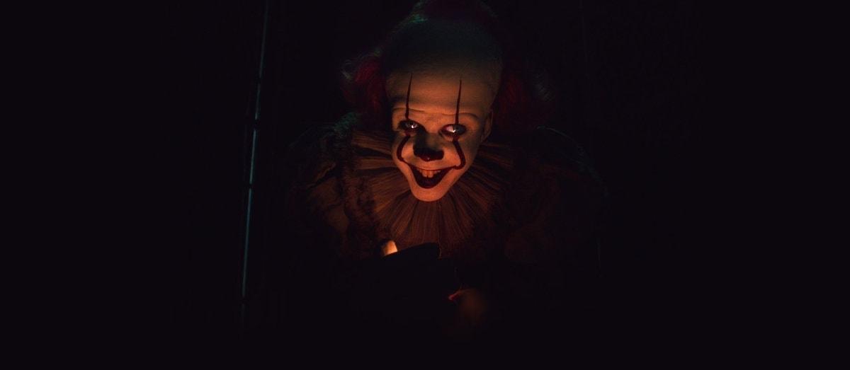 Le clown dans l'ombre dans Ça - Chapitre 2