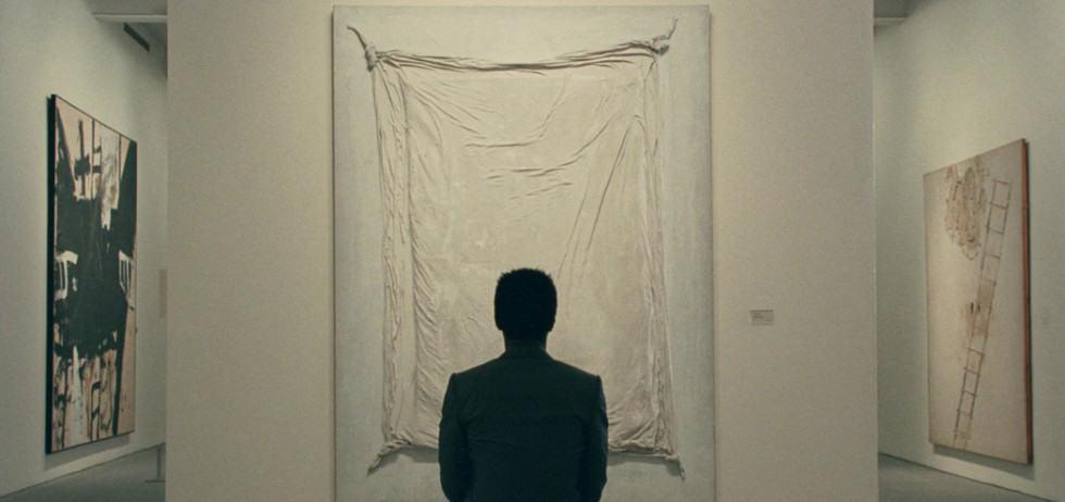 Isaach de Bankolé devant une peinture dans The Limits of Control de Jim Jarmusch